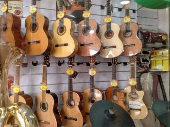 guitar buying Ronda